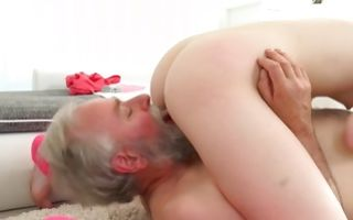 Marvelous floosie Tyna roughly fucked in snatch